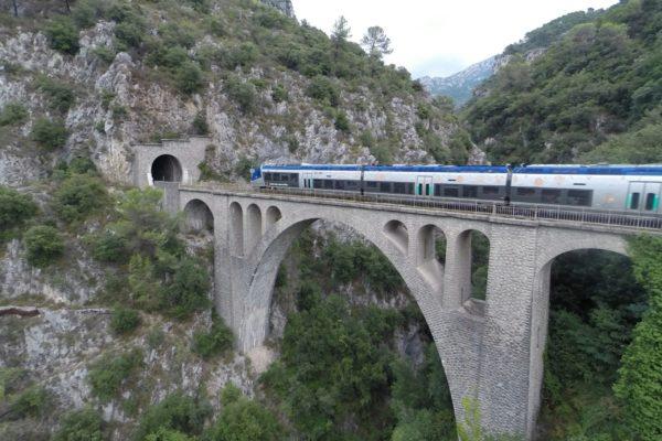 c04-1-train-sur-viaduc